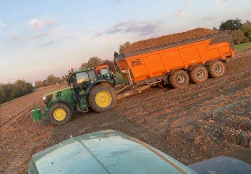 Foto van een John Deere 6175R met Dezeure, patat 2019. Credit: Louis R.. Geplaatst door StijnTheDeereDriver op 03-11-2019 om 08:58:55, op TractorFan.nl - de nummer 1 tractor foto website.