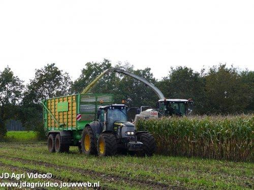 Foto van een John Deere 7530 Premium , loonbedrijf Jansen uit Tiendeveen aan het mais hakselen. ZIE OOK DE VIDEO  https://youtu.be/YOadWWvx4DY