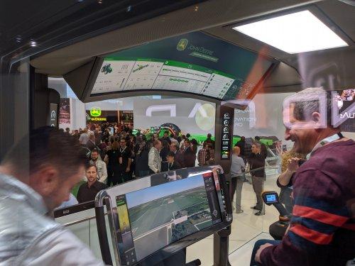 Foto van een concept voor de toekomstige John Deere cabine. Geplaatst door bart-kessels op 10-11-2019 om 21:10:13, met 4 reacties.