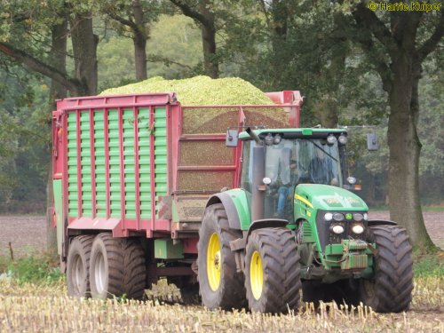 Hier zie je Loonbedrijf Vroege (Dalen) × met een John Deere 7830.. Geplaatst door oldtimergek op 18-11-2019 om 00:39:04, op TractorFan.nl - de nummer 1 tractor foto website.