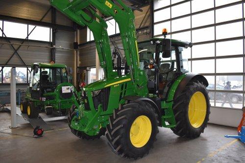 Foto van een John Deere 5125R. Geplaatst door jordi 1455 op 17-12-2019 om 22:33:23, op TractorFan.nl - de nummer 1 tractor foto website.