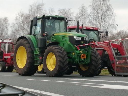 Foto van een John Deere 6145M. Geplaatst door Rickwagter op 19-12-2019 om 18:12:59, op TractorFan.nl - de nummer 1 tractor foto website.