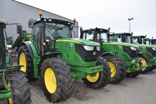 Foto van een John Deere 6150R. Geplaatst door jordi 1455 op 19-12-2019 om 20:51:11, op TractorFan.nl - de nummer 1 tractor foto website.