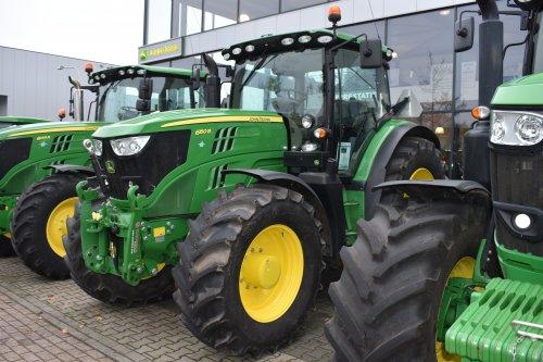 Foto van een John Deere 6150R. Geplaatst door jordi 1455 op 19-12-2019 om 21:54:22, op TractorFan.nl - de nummer 1 tractor foto website.