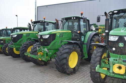 Foto van een John Deere 6150M. Geplaatst door jordi 1455 op 22-12-2019 om 12:13:40, op TractorFan.nl - de nummer 1 tractor foto website.