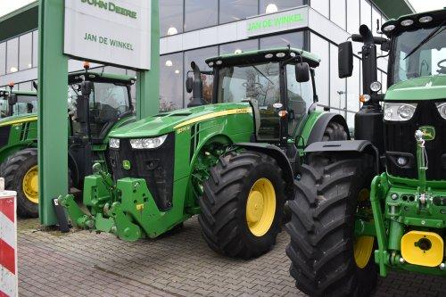 Foto van een John Deere 8370R. Geplaatst door jordi 1455 op 22-12-2019 om 20:34:28, op TractorFan.nl - de nummer 1 tractor foto website.
