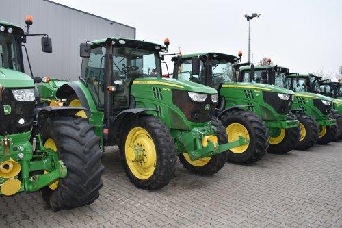 Foto van een John Deere 6140R. Geplaatst door jordi 1455 op 22-12-2019 om 21:21:39, op TractorFan.nl - de nummer 1 tractor foto website.