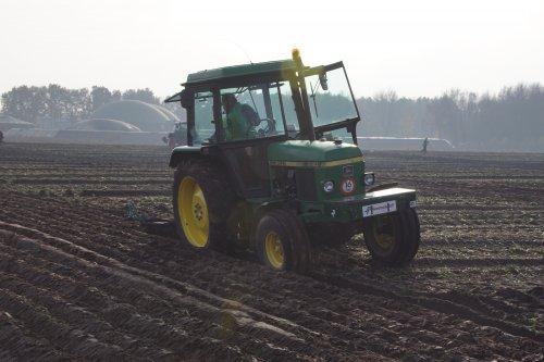 Foto van een John Deere 2140. Geplaatst door jans-eising op 23-12-2019 om 20:28:47, op TractorFan.nl - de nummer 1 tractor foto website.