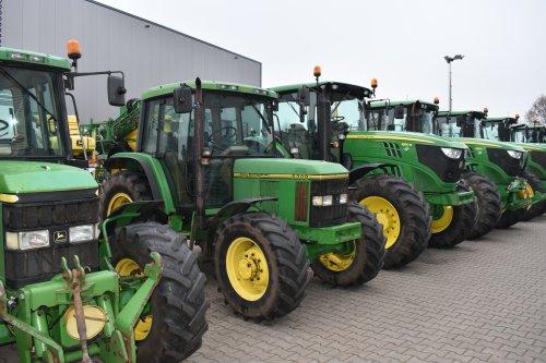 Foto van een John Deere 6300. Geplaatst door jordi 1455 op 23-12-2019 om 21:11:02, op TractorFan.nl - de nummer 1 tractor foto website.