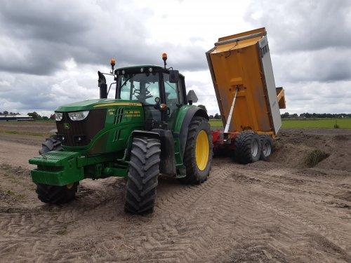 Foto van een John Deere 6170M. Geplaatst door deutz110 op 24-12-2019 om 14:55:25, op TractorFan.nl - de nummer 1 tractor foto website.