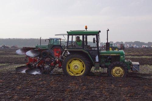 Foto van een John Deere 2130. Geplaatst door jans-eising op 25-12-2019 om 19:38:44, op TractorFan.nl - de nummer 1 tractor foto website.
