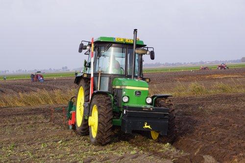 Foto van een John Deere 2140. Geplaatst door jans-eising op 25-12-2019 om 19:38:45, op TractorFan.nl - de nummer 1 tractor foto website.