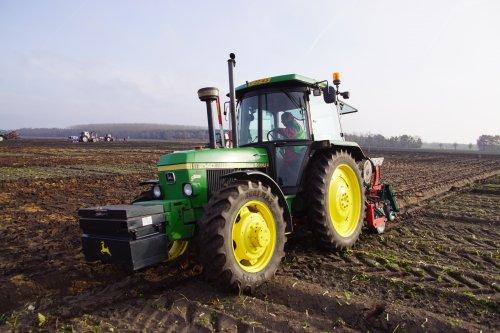 Foto van een John Deere 2140. Geplaatst door jans-eising op 25-12-2019 om 19:38:49, op TractorFan.nl - de nummer 1 tractor foto website.