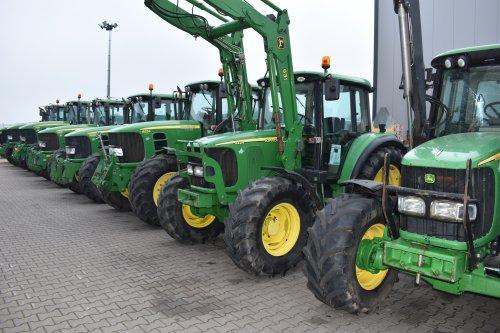 Foto van een John Deere 6220. Geplaatst door jordi 1455 op 26-12-2019 om 20:48:11, op TractorFan.nl - de nummer 1 tractor foto website.