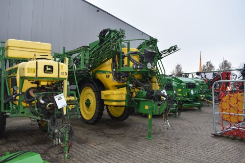 Foto van een John Deere Veldspuit. Geplaatst door jordi 1455 op 27-12-2019 om 20:00:39, op TractorFan.nl - de nummer 1 tractor foto website.