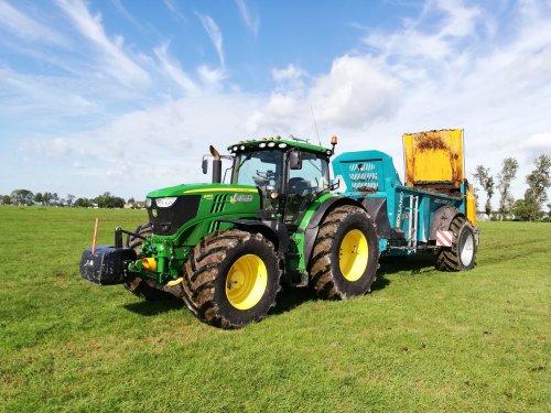John Deere 6210R en Rolland Rollforce 5013. Geplaatst door SiegerJD op 29-12-2019 om 13:29:13, op TractorFan.nl - de nummer 1 tractor foto website.