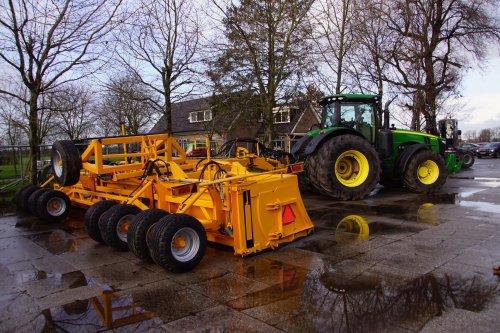 Foto van een John Deere 8295R. Geplaatst door jans-eising op 04-01-2020 om 19:06:10, op TractorFan.nl - de nummer 1 tractor foto website.