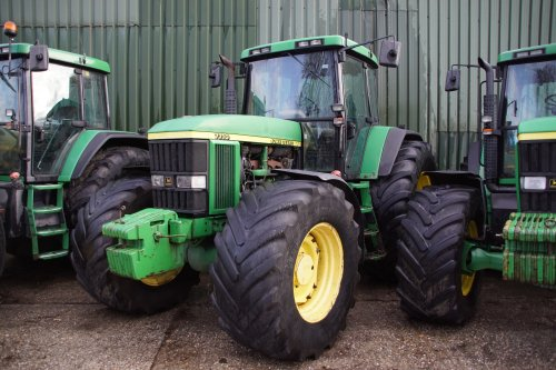 Foto van een John Deere 7710. Geplaatst door jans-eising op 04-01-2020 om 19:06:12, op TractorFan.nl - de nummer 1 tractor foto website.