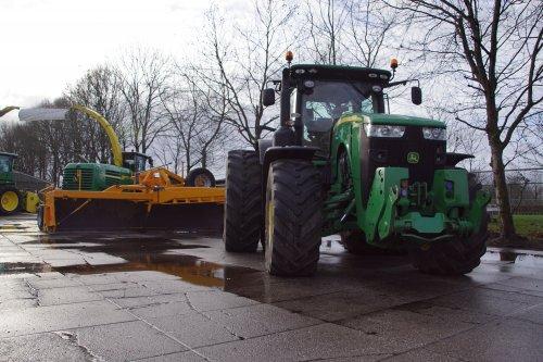 Foto van een John Deere 8295R. Geplaatst door jans-eising op 04-01-2020 om 19:06:20, op TractorFan.nl - de nummer 1 tractor foto website.