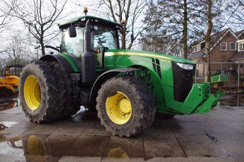 Foto van een John Deere 8295R. Geplaatst door jans-eising op 04-01-2020 om 19:06:23, op TractorFan.nl - de nummer 1 tractor foto website.