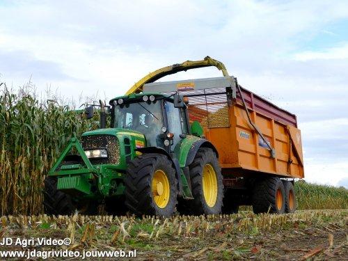 Foto van een John Deere 6930 Premium https://youtu.be/huQnjvg97gQ. Geplaatst door JohanNunspeetElspeet op 07-01-2020 om 17:36:25, op TractorFan.nl - de nummer 1 tractor foto website.