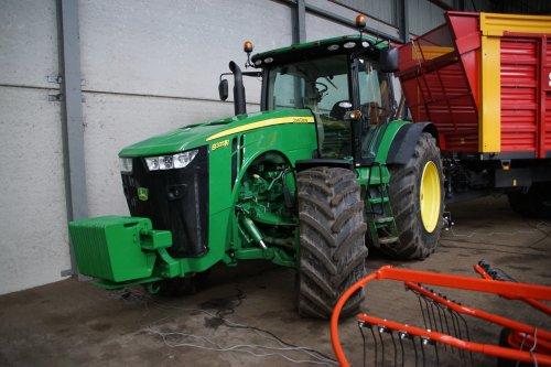 Foto van een John Deere 8335R. Geplaatst door jans-eising op 08-01-2020 om 20:54:38, op TractorFan.nl - de nummer 1 tractor foto website.