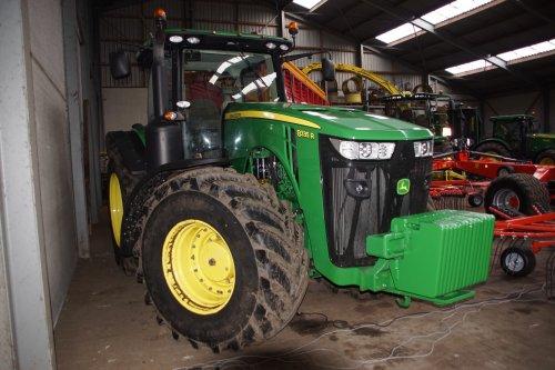 Foto van een John Deere 8335R. Geplaatst door jans-eising op 08-01-2020 om 20:54:40, op TractorFan.nl - de nummer 1 tractor foto website.