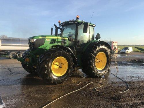 Alles wordt druk klaargemaakt voor het nieuwe seizoen. Eerste boeren melden zich inmiddels voor nieuwe uitrijseizoen.