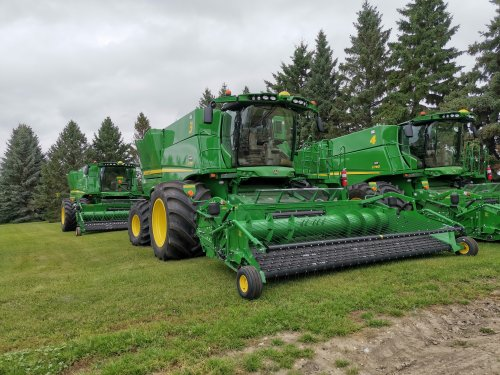 De levering van 5 John Deere S780 combines.. Geplaatst door thijs-jacobsen op 21-01-2020 om 12:31:07, op TractorFan.nl - de nummer 1 tractor foto website.