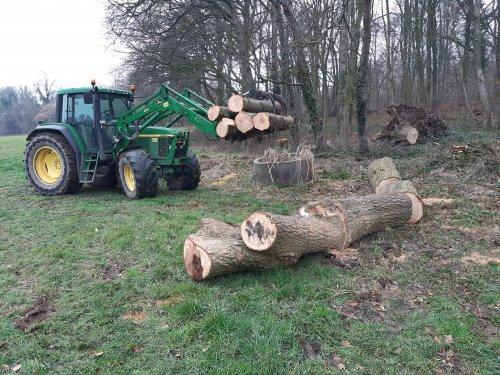 Winterwerk, omgevallen bomen ook eens kunnen opruimen. Weer mooi stookhout erbij.. Geplaatst door TerraJohnDeerefan op 22-01-2020 om 15:01:04, met 7 reacties.