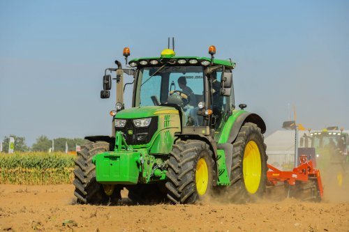 John Deere 6130R  Werktuigendagen 2019. Geplaatst door jd7920 op 23-01-2020 om 16:58:47, op TractorFan.nl - de nummer 1 tractor foto website.