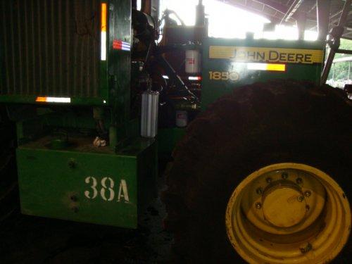 klant van ons uit Ecuador met John Deere 1850. wie weet waarvoor deze gebruikt word. Geplaatst door jan83 op 24-01-2020 om 13:26:23, op TractorFan.nl - de nummer 1 tractor foto website.