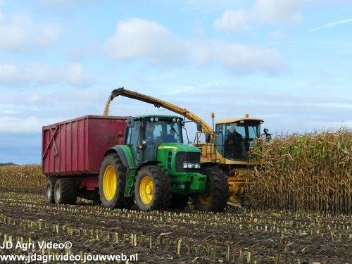 Foto van een John Deere 7530 Premium  , melkveebedrijf Kregel uit Geesbrug aan het mais haksleen. ZIE OOK DE VIDEO https://youtu.be/XQBLXFWt3L0