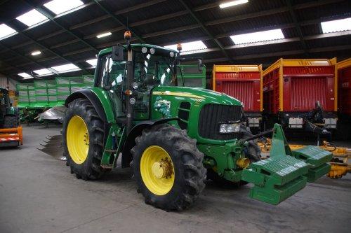 Foto van een John Deere 7530 Premium. Geplaatst door jans-eising op 04-02-2020 om 20:35:25, op TractorFan.nl - de nummer 1 tractor foto website.