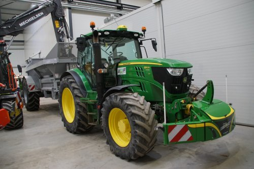 Foto van een John Deere 6150R. Geplaatst door jans-eising op 04-02-2020 om 20:35:52, op TractorFan.nl - de nummer 1 tractor foto website.