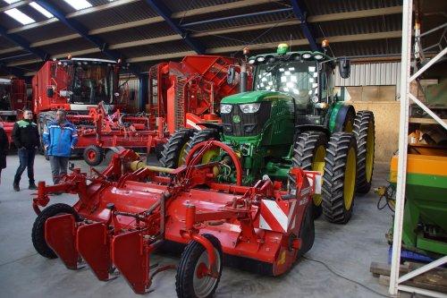 Foto van een John Deere 6170R. Geplaatst door jans-eising op 05-02-2020 om 20:37:54, op TractorFan.nl - de nummer 1 tractor foto website.