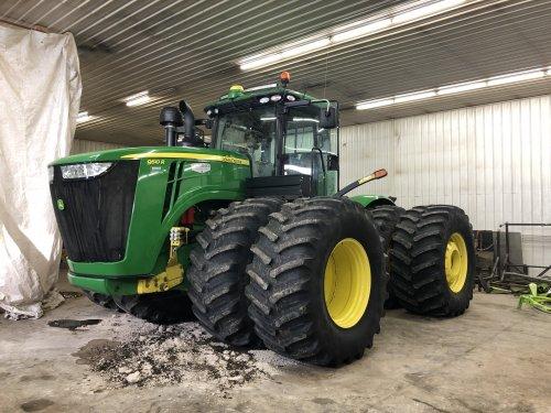 Foto van een John Deere 9510R, gewassen, gepoetst en beurs gehad. Weer klaar voor het zaai seizoen. Geplaatst door catfan55 op 08-02-2020 om 00:00:27, met 6 reacties.