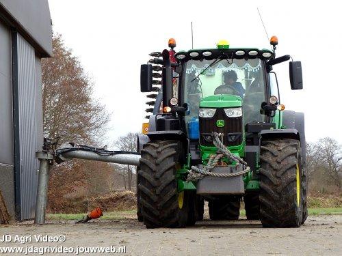 Foto van een John Deere 6175R, Loonbedrijf van Spijkeren uit Doornspijk aan het mest injecteren. ZIE OOK DE VIDEO https://youtu.be/92tPAwRRUSo