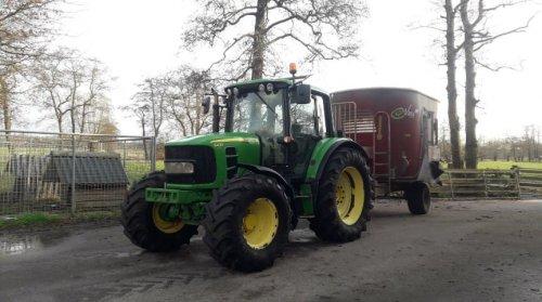 Foto van een John Deere 6430 Premium. Geplaatst door johndeere6910forever op 15-02-2020 om 21:48:15, op TractorFan.nl - de nummer 1 tractor foto website.