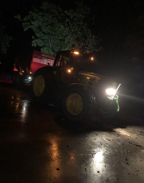 Foto van een John Deere 6930 Premium. Geplaatst door Roeldeutzdx op 25-02-2020 om 22:31:46, op TractorFan.nl - de nummer 1 tractor foto website.