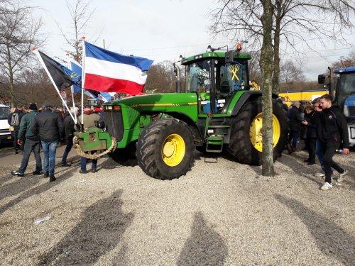 Hier zie je een John Deere 8200.  Brute kracht op de Koekamp, 19 februari 2020. Geplaatst door Jotke op 01-03-2020 om 13:20:51, op TractorFan.nl - de nummer 1 tractor foto website.