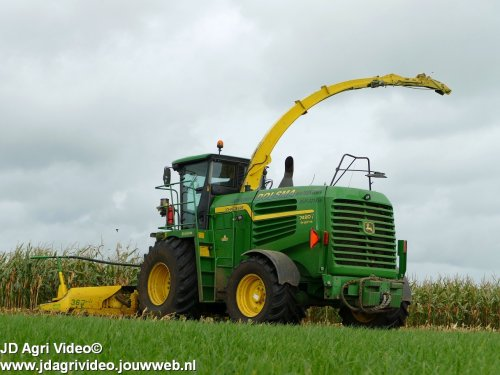 Foto van een John Deere 7480i prodrive , loonbedrijf Dolsma uit Wapserveen aan het mais hakselen. ZIE OOK DE VIDEO  https://youtu.be/5TVIFm0WWC8