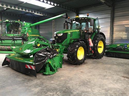 Foto van een John Deere 6250R van De Kok Jamo BV (Molenaarsgraaf) ×.. Geplaatst door mf 35x op 10-03-2020 om 09:53:32, op TractorFan.nl - de nummer 1 tractor foto website.