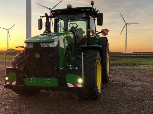 Foto van een John Deere 8400R. Geplaatst door eXtratrekker1 op 19-03-2020 om 13:01:48, op TractorFan.nl - de nummer 1 tractor foto website.