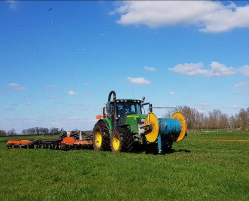 Prachtige dag vandaag, voor dit mooie werk!. Geplaatst door Rokus op 21-03-2020 om 21:14:51, op TractorFan.nl - de nummer 1 tractor foto website.
