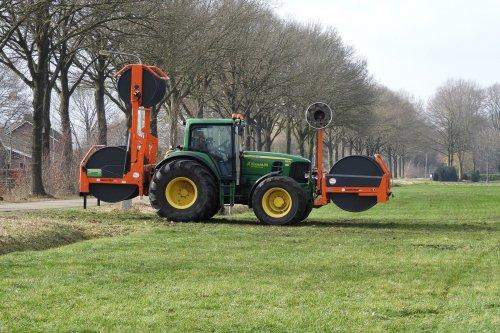 Slangencombi bij Dekker uit Vriezenveen.  https://youtu.be/jI2JaKLTSsw. Geplaatst door pekkerietfan op 22-03-2020 om 12:51:04, op TractorFan.nl - de nummer 1 tractor foto website.