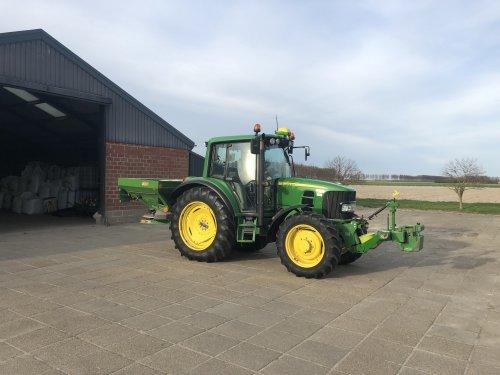 Foto van een John Deere 6230 Premium. Geplaatst door martijnbuijsse op 24-03-2020 om 12:43:37, op TractorFan.nl - de nummer 1 tractor foto website.
