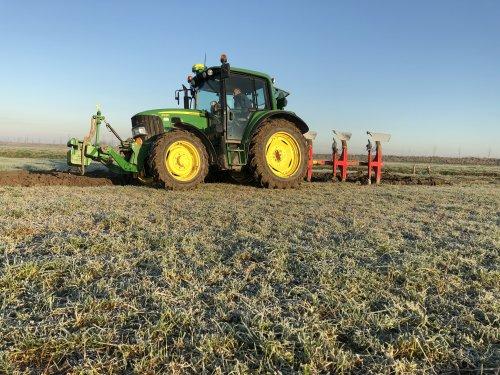 Foto van een John Deere 6230 Premium. Geplaatst door martijnbuijsse op 24-03-2020 om 12:43:41, op TractorFan.nl - de nummer 1 tractor foto website.