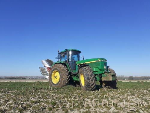 Foto van een John Deere 4955. Gisteren de laatste hectares voor seizoen 2019-2020 geploegd.. Geplaatst door john deere 1120 op 26-03-2020 om 19:30:19, met 10 reacties.