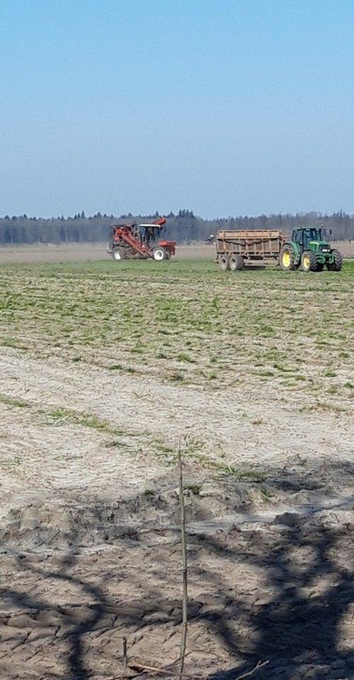 Laatste gewas ook weer gerooid, kan er mest op en volgende week aardappels poten. Geplaatst door zettelmeyer op 27-03-2020 om 06:37:58, met 3 reacties.